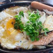 Của bạn mình : bò + trứng + pate + xúc xích + phô mai