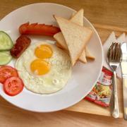 Bữa sáng bmì ốp la Thiên Hạt Coffee