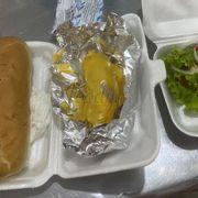 Nhiều lúc ăn bánh mì , hủ tiếu quài cũng ngán, lâu lâu chuyển qua ăn hot dog . Thấy đóng gói sạch sẽ, cẩn thận, hotdog ngon 👍