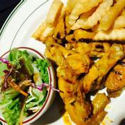 Cánh gà nướng ăn kèm khoai tây chiên