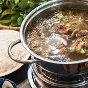 Lẩu Sườn Bò với thịt sườn mềm, ngoài sườn còn có nhiều toping như : Thịt tái, Gân bò, Nạm Bò, Bò viên,...nước lẩu ngọt dịu từ nước bò hầm, đậm đà. Ăn kèm với rau cải xanh, xà lách, mướp,..Chấm với chao quán pha beo béo ngon không tả nổi. Giá lẩu nhỏ 250k cho 2-3 người ăn, lẩu lớn 350k cho 4-5 người ăn quá hợp lý.