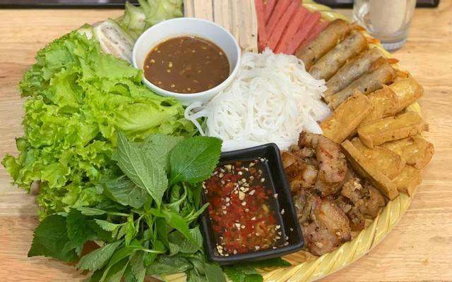 Bốn Ba - Cơm Hến & Mẹt Thịt Nướng - Quang Trung