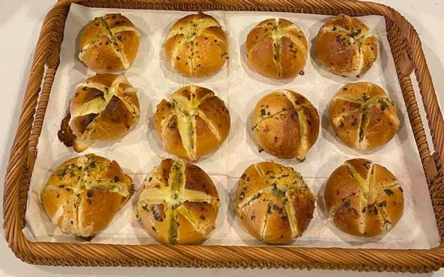 Petite Maison - Bánh Mì Hoa Cúc & Cam Đào Dâu Tây