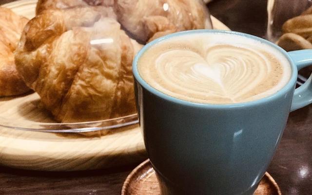 Bonjour Café - Đầm Trầu