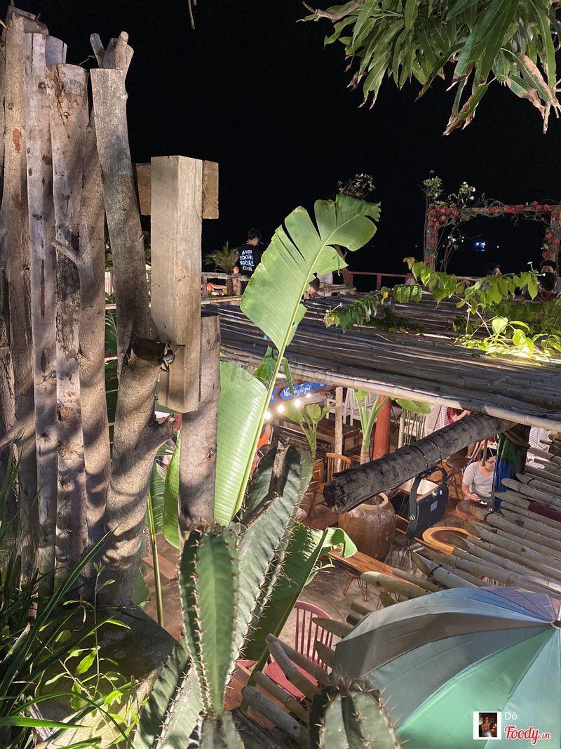 Khung cảnh từ trên nhìn xuống vào buổi tối