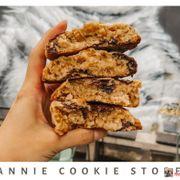 𝐁𝐞𝐬𝐭 𝐍𝐞𝐰 𝐘𝐨𝐫𝐤 𝐒𝐭𝐲𝐥𝐞 𝐂𝐨𝐨𝐤𝐢𝐞𝐬 𝐈𝐧 𝐒𝐚𝐢𝐠𝐨𝐧.  Ở đây chúng mình có bán những chiếc bánh Cookies thơm ngon theo đúng chuẩn New York City, đây là một trải nghiệm thú vị trong danh sách những món bánh ngọt của