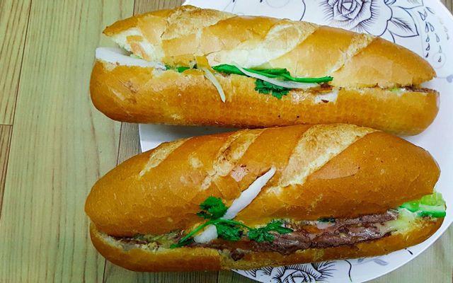 Hùng Nhung - Bánh Mỳ Pa Tê & Chè Đậu Đen