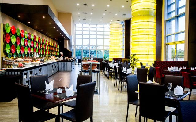 La Rive Gauche Restaurant - Grand Mercure Danang