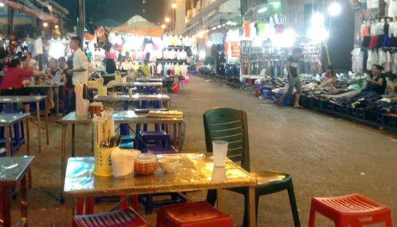 Khu Ăn Uống Chợ Đồng Xuân