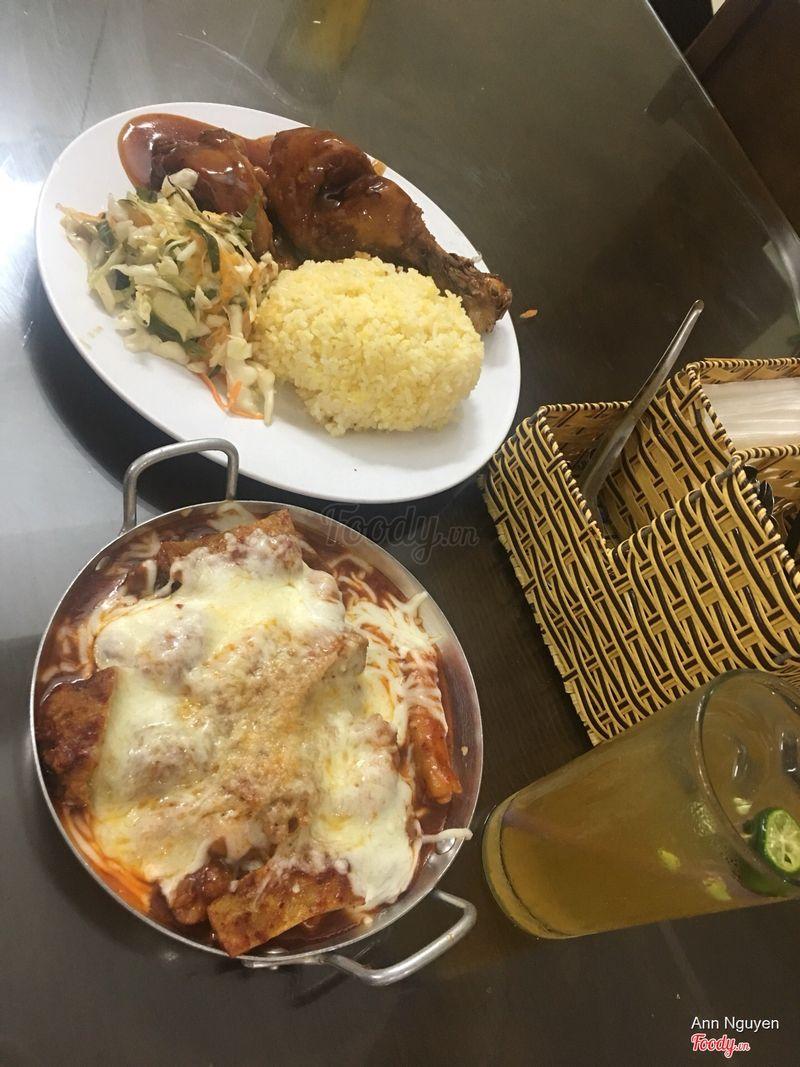 Gà tokbokki phomai đặc biệt & cơm gà BBQ