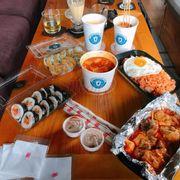 Kimpap chiên viền ,kimpap thịt xông khói kim chi ,gà phômai ,cơm rang kimchi ,chả cá ,tok truyền thống ,raboki