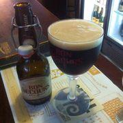 Bon Secours : Bia Bỉ, bière vivante, bia nâu, hậu vị hơi đắng - 8°