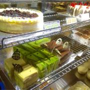 Bánh thì da dạng , thơm mềm , thích nhất cái cheese , béo vừa ,