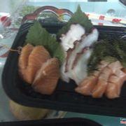 Sashimi cá hồi , mực và lườn cá hồi