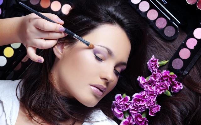 The Queen Nail & makeup