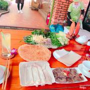 Lần đầu tiên đến Đà Nẵng và được ăn tại đây. Đồ ăn rất ngon và lạ, nhân viên phục vụ rất tận tình. Giá cả cũng hợp lý. 😃😃😃