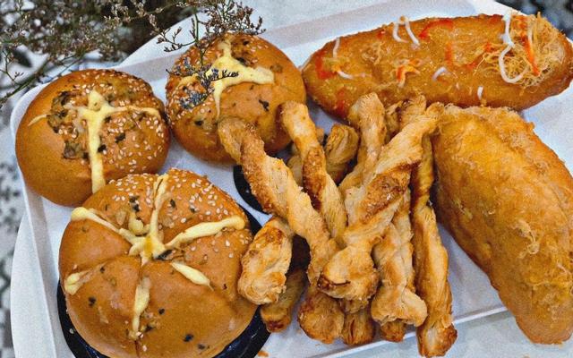 Ba Hưng Bakery - 40 Lê Văn Hiến