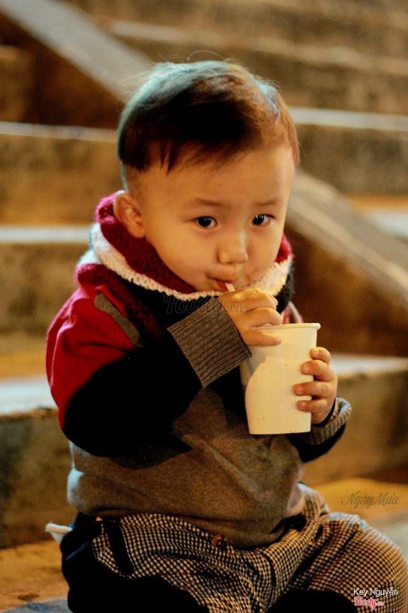 Con nít cũng rất ghiền cà phê sữa tươi ở đây, thơm mùi cà phê nhưng rất nhẹ, không làm mất ngủ