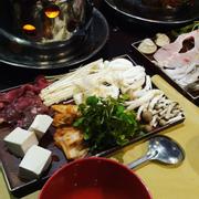 Lẩu bò kim chi vs Lẩu hải sản