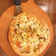 Pizza hải sản sốt tiêu den size vừa thấy hơi nhỏ hơn bình thường