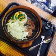 Cơm bò xèo sốt tiêu, bắp cải nên xắt đều tay hơn và nhuyễn hơn 1 tí. Cơm nóng ăn ngay rất ngon ❤️