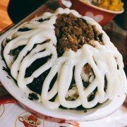 Gồm có cơm, rong biển, thịt băm, sốt mayonnaise :)))