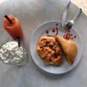 Đồ ăn: ngon và khá rẻ, thuận lợi cho việc tụ tập, ăn uống gia đình đều hợp