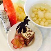 Tráng miệng với hoa quả, bánh ngọt, chè, kem