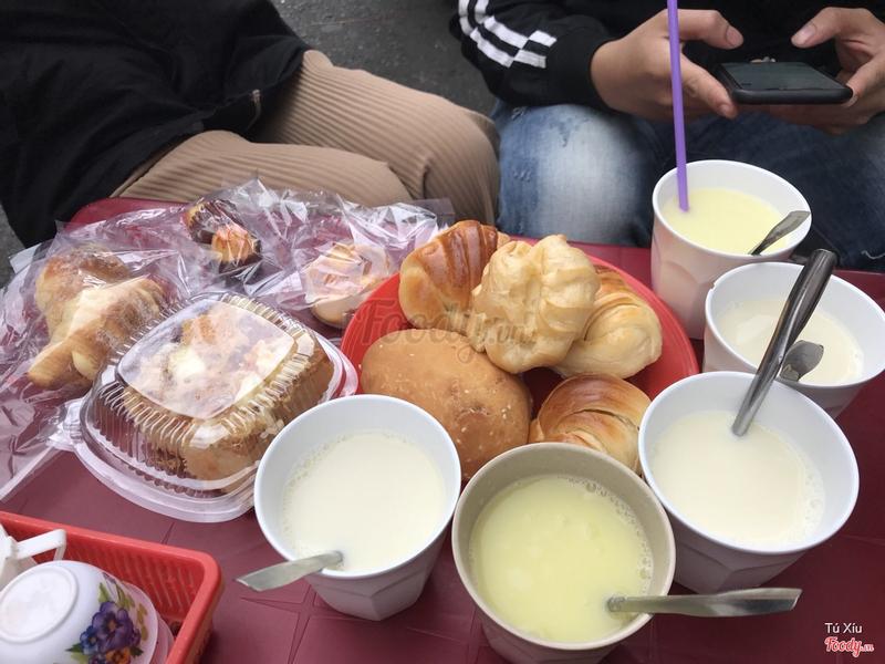 Sữa và bánh