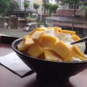 Bingsu xoài - mình thích Bingsu ở quán này vì phần kem tuyết được làm từ sữa, chứ ko phải là nước đá bào như một số chỗ