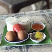 Trứng luộc hồng đào 7k 1 trứng . Sữa chua cũng 7k cực kì ngon . Thích lắm