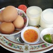 sữa chua - trứng luộc lòng đào