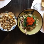 Bạch quả rang muối và salad rong biển trứng cua.