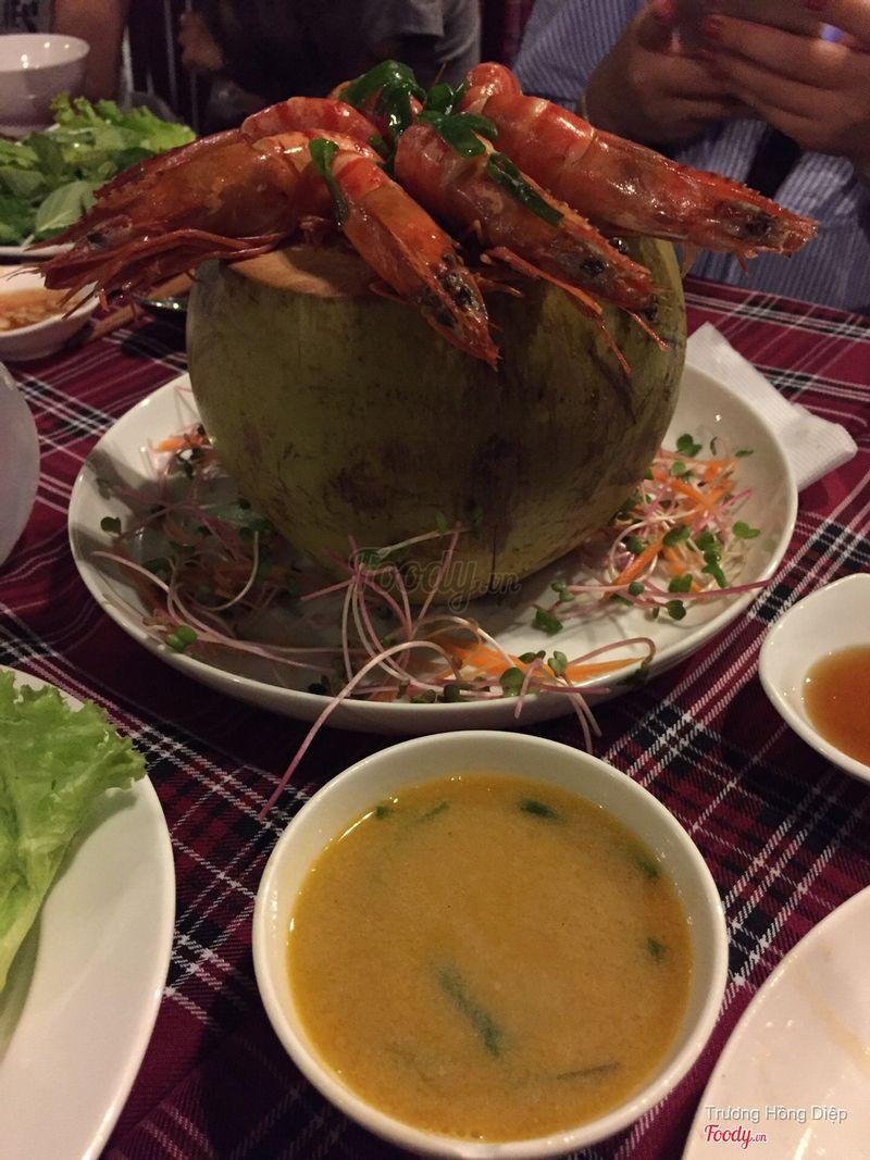 Tôm hấp nước dừa kèm nước sốt cốt dừa béo ngậy