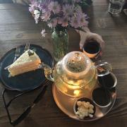 Trà hoa cúc + bánh bắp