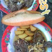 Bò bít tết quán Vui 100% bò Việt, chọn lọc kỹ, ướp gia vị đặc trưng, độc quyền của quán.