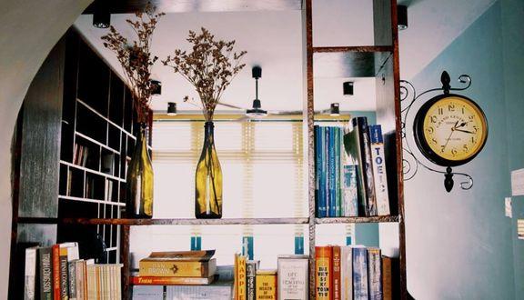 Slowee Coffee & Books - Lộc Hưng