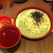 Sushi thì ăn ổn có điều không quen ăn わ さ び sẽ rất khó ăn nhưng được cách phục vụ tận tình nhất là mấy chú đầu bếp ng nhật vui tính lắm và view nhỏ nhưng bày trí gọn gàng , thích mắt và đồ ăn có giá cao