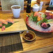 Shashimi quá tệ, wasabi k cay, k đúng vị chút nào, thịt bò nướng bị mặn và nướng quá lửa. Nhân viên phục vụ dễ thương. Nhưg đầu bếp Nhật lầm lì chào kh ko cảm xúc, lại đeo đồng hồ-điều cấm kị