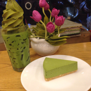 Matcha latte and match cheese cake