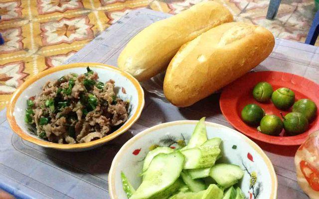 Bánh Mì Bò Băm - Ao Sen