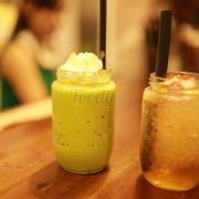 Tắc xay, matcha ( trà xanh đá xay ) uống ngon lắm nha. Trời nóng mà uống tắc xay thì khỏi bàn.