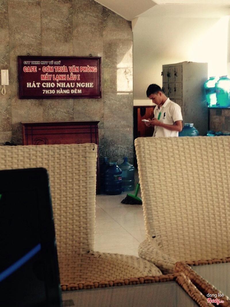 Nhân viên chơi game trong giờ làm việc