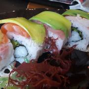 Sushi cuốn cầu vồng