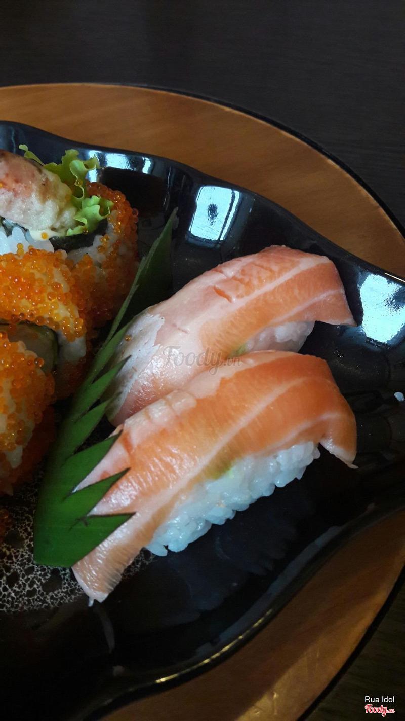 Sushi bụng cá hồi