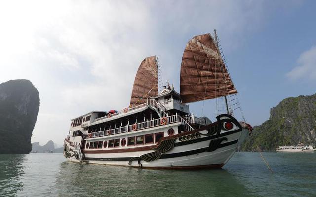 Royal Palace Cruise - Bãi Cháy