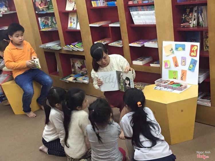 Tầng 2 có khu đọc truyện cho trẻ em