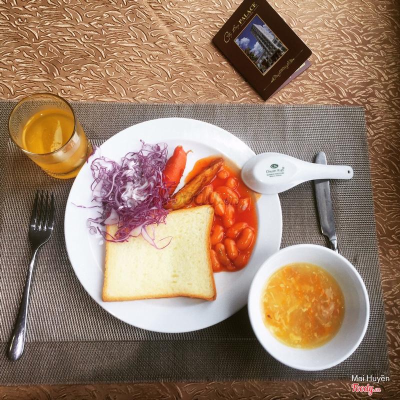 Ăn sáng tại khách sạn