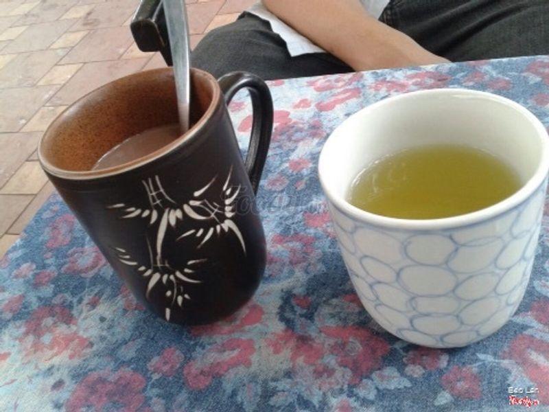 ca cao nóng để trong ly tách cũng đẹp