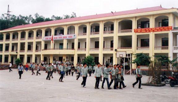 Trường THPT Mông Dương